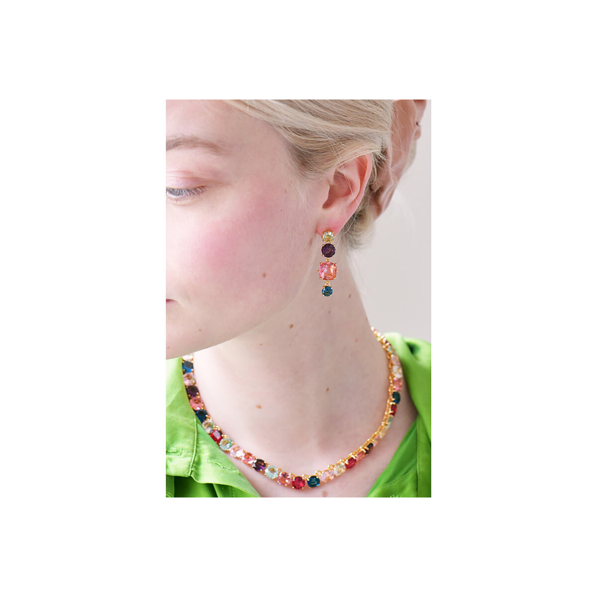 Golden leaf and pink beads earrings